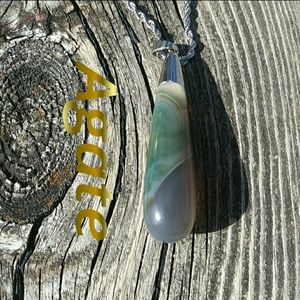 Banded Agate Crystal Necklace NWOT
